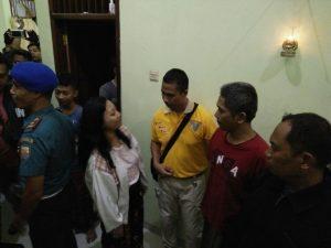 Proses penggerebekan aliran sesat yang melibatkan disertir Pamen TNI AL oleh Pomal Lantamal V.