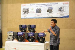 Power Product Manager PT. Yamaha Indonesia Motor Manufacturing (YIMM) Sahrial saat menjelaskan keunggulan Mesin MX Series di Hotel Harris, Kelapa Gading (24/2).