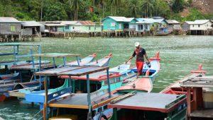 Nelayan tradisional di Natuna.