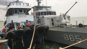 Penangkapan TB Sevent oleh KRI Tenggiri-865 di perairan Bangka Belitung.
