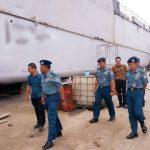 Tinjau Docking KRI Teluk Hading-538, Kaskolinlamil Dukung Industri Galangan Kapal Dalam Negeri