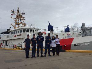 Personel Bakamla RI saat berkesempatan mengunjungi unsur laut di Pelabuhan District 14 (D14) United States Coast Guard (USCG), Honolulu, Hawaii (20/3).