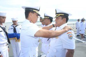 Dansatkor Koarmada II Kolonel Laut (P) Dato Rusman SN, SE memimpin sertijab tiga komandan KRI Koarmada II.
