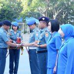 Danlantamal III Berikan Penghargaan Kepada Prajurit dan Jalasenastri Berprestasi