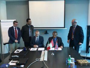 Penandatanganan perpanjangan kerjasama antara  Kapushidrosal Laksda TNI Dr. Ir. Harjo Susmoro, S.Sos., S.H., M.H. dan Mr. Ivo Vleeschouwers (DMSH).