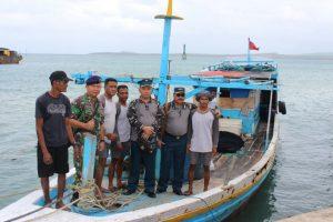 Tim Pushidrosal saat melakukan inspeksi di perairan Selaru, Maluku Tenggara Barat.