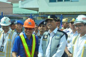Menteri Perhubungan tatkala meninjau arus mudik di Pelabuhan Tanjung Emas Semarang, Rabu (13/6).