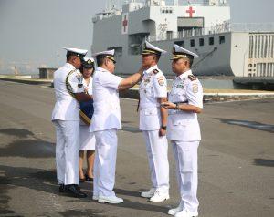 Serah terima jabatan Dansatkat Koarmada II di Dermaga Ujung Surabaya, Jum'at (22/6).