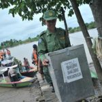 Sempat Dihadang Cuaca Buruk, Logistik Pilkada Jatim Tiba di Laut Madura