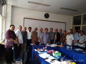 Foto bersama para pelaut senior Indonesia.