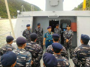 Danguskamla saat memberikan pengarahan kepada personel KRI Terapang (TRG)-648.