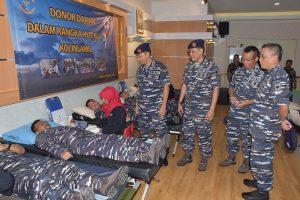 Panglima Kolinlamil Laksda TNI R. Achmad Rivai, S.E., M.M. sedang mendonorkan darahnya dalam rangkaian HUT Kolinlamil ke-57, bersama dengan para Asisten di Gedung Laut Natuna, Mako Kolinlamil, Jakarta Utara.