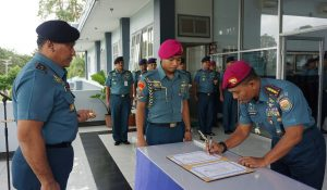 Danlantamal IX Laksamana Pertama TNI Antongan Simatupang mengukuhkan Kolonel Marinir Supriyono sebagai Wadan Lantamal IX.