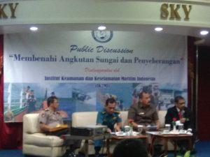 """Round Table Discussion dengan topik """"Membenahi Angkutan Sungai dan Penyeberangan"""" di Ruang Antonov Klub Eksekutif Persada Halim Perdanakusumah, Rabu (25/7)."""