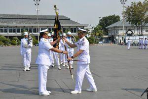 Panglima Komando Lintas Laut Militer (Kolinlamil) Laksda TNI R. Achmad Rivai, S.E., M.M. memimpin sertijab Komandan Satlinlamil Jakarta (di lapangan M. Silam, Mako Kolinlamil).