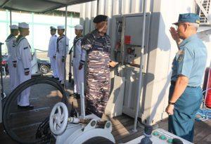 Kapushidrosal saat mengadakan inspeksi ke KRI Rigel-933