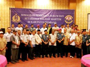 Foto bersama para peserta Sosisalisasi Pembinaan Hukum Dan Ketahanan Wilayah Maritim.