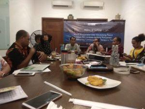 Suasana konferensi pers yang diadakan oleh Forum Masyarakat Adat-Pesisir bersama Koalisi bersama Koalisi Rakyat untuk Keadilan Perikanan (KIARA) dan Wahana Lingkungan Hidup Indonesia (WALHI).