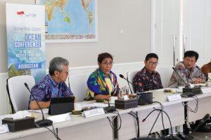 Menteri Susi saat berbicara di Save the Date OJK Ocean Confrence.