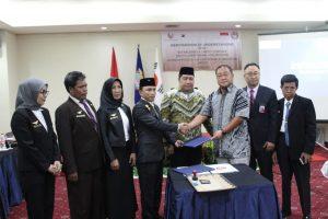 Foto bersama pengurus APCRI bersama Presiden Direktur PT. Ofcos Konesia Mr. Victor Sin sesaat setelah penandatanganan MoU.
