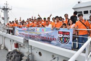 Komunitas otomotif radio komunikasi yang menamakan dirinya Blank Blend Thonk (BBT) Mobile Community, Sabtu (1/9) berkunjung ke Kolinlamil dan naik ke KRI Tanjung Kambani 971.