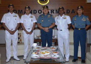 Pangkoarmada I berfoto bersama delegasi Indian Navy.