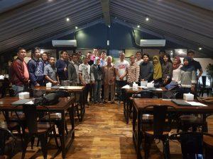 Foto bersama peserta diskusi Kelas Gema Estafet Kepemimpinan Maritim.