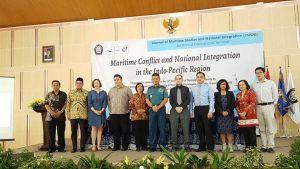 """Foto bersama para pembicara Seminar Internasional Undip dengan tajuk """"Maritime Conflict and National Integration in the Indo-Pacific Region"""""""