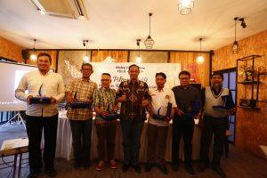 Foto bersama narasumber Dialog Akhir Tahun ISLA-UNHAS.