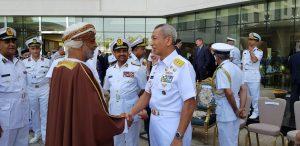 Sekjen Kemhan Oman Mohamed Bin Nasser Al-Rasby saat menyambut kedatangan Kapushidrosal Laksamana Muda TNI Dr. Ir. Harjo Susmoro, S.Sos., S.H., M.H.