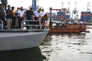 Bersih-bersih Teluk Jakarta.