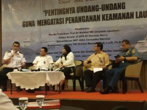 """Suasana Forum Diskusi """"Pentingnya Undang-undang Guna Mengatasi Penanganan Keamanan Lau yang digelar oleh IK2MI, Selasa (4/2)."""