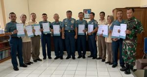 Foto bersama personel Ditdik Seskoal setelah penandatanganan Pakta Integeritas.