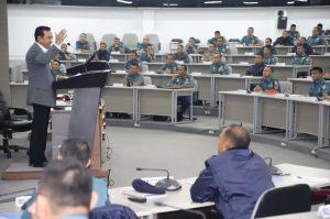Laksdya TNI (Purn) Djoko Sumaryono saat memberikan kulian tentang Kepemimpinan Nasional di hadapan 175 Pasis Dikreg Seskoal.