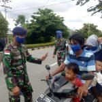 Cegah Penyebaran Covid-19, Lanal Nunukan Bagi-bagi Masker Gratis