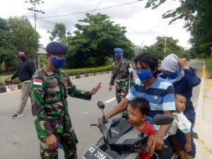 Pembagian masker gratis di Lanal Nunukan.