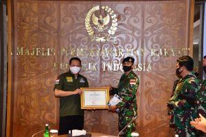 Ketua MPR RI Apresiasi Keteladanan Prajurit Koarmada II Yang Berdinas Di Posal Flores Timur.