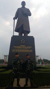 Foto bersama Kapusjianmar Seskoal Laksma TNI Suharto dan Kakoordos Seskoal Laksma Bambang Pramushinto.