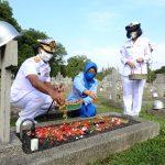 HUT TNI ke-75, Danseskoal Ziarah Makam Pahlawan