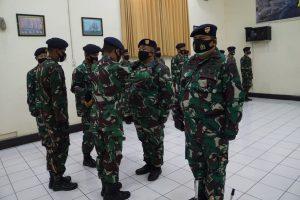 Dansatban Koarmada II Pimpin Sertijab Komandan KRI Arung Samudera.