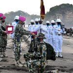 345 Bintara dan Tamtama Remaja Marinir Sandang Pembaretan di Tepi Laut Selatan