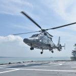 Jelang Misi Perdamaian di Lebanon, KRI Sultan Iskandar Muda Latihan Bareng Latihan bersama KRI Sultan Iskandar Muda (SIM-367) dengan Helikopter AS 565
