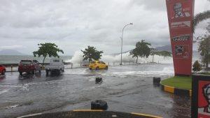 Banjir yang menerjang Pantai Manado.