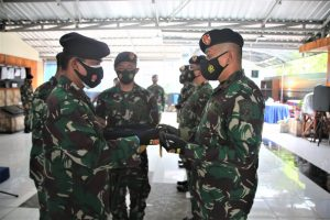 Serah terima dua komandan KRI di jajaran Koarmada II.