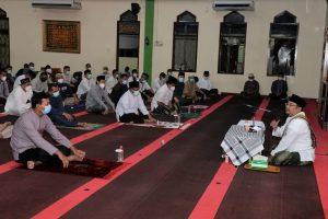 Suasana istighosah dan doa bersama di Masjid Nurul Iman Seskoal.