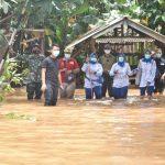Jalasenastri Seskoal Beri Bantuan Personel dan Warga Terdampak Banjir