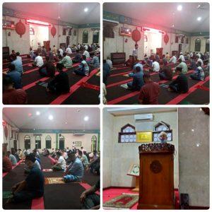 Para Pasis Seskoal yang beragama Islam, melakukan doa bersama di Masjid Nurul Iman Seskoal.