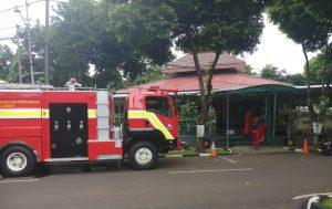 Penyemprotan desinfektan Masjid Nurul Iman Seskoal.
