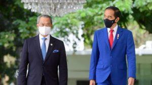Presiden Jokowi bersama Perdana Menteri Muhidin Yasin.