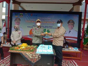 Pemotongan tumpeng dan kue ulang tahun setelah Upacara Peringatan Hari Ulang Tahun Tagana.